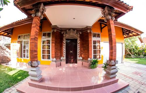 Rumah Frangipani Villa