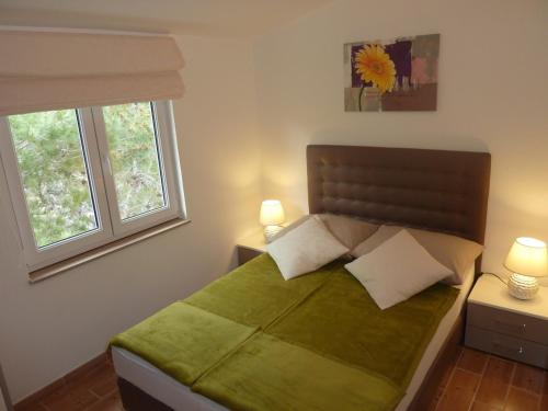 Zwei Schlafzimmer Apartment mit Balkon and Meerblick (Two-Bedroom Apartment with Balcony and Sea View)