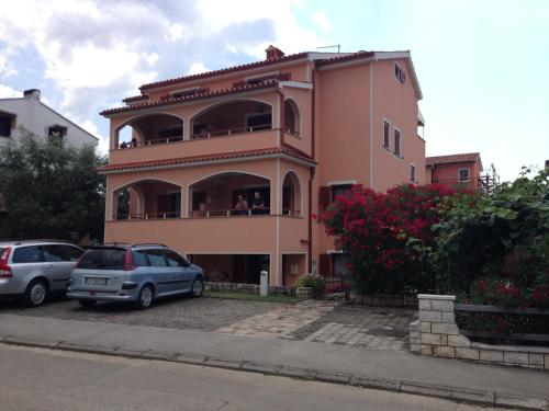 Apartments Zdjelar