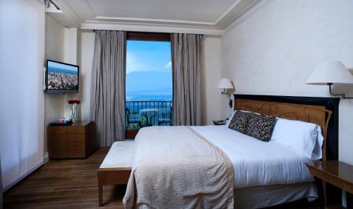 Habitación Doble Deluxe con vistas a la montaña - 1 o 2 camas    Gran Hotel La Florida 1