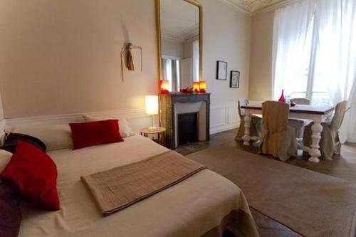 Large 2 Bedrooms Latin Quarter (338)
