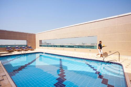 Mövenpick Apartments Bur Dubai photo 2