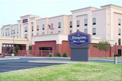 Photo of Hampton Inn & Suites Lawton Hotel Bed and Breakfast Accommodation in Lawton Oklahoma