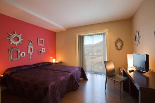 Double or Twin Room with Terrace Luces del Poniente 8