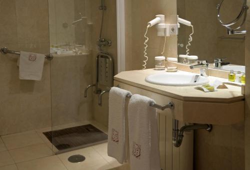 Comfort Double Room Hotel Puerta de la Luna 4