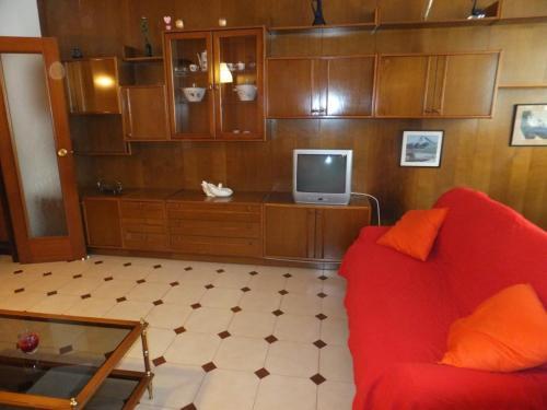 J&V Arquitecte Gaudí front view