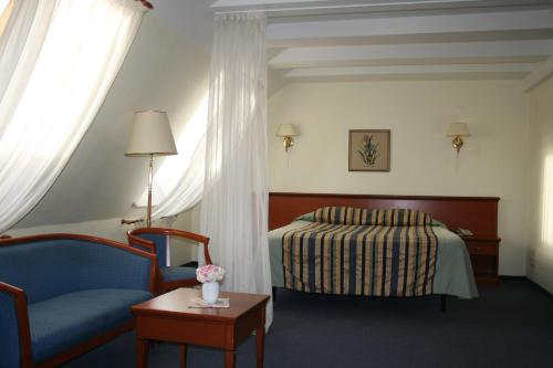Stay at Tea Rose Hotel