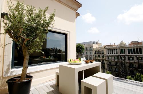 Apartamentos deco apartments diagonal barcelona desde for Hoteles familiares cataluna