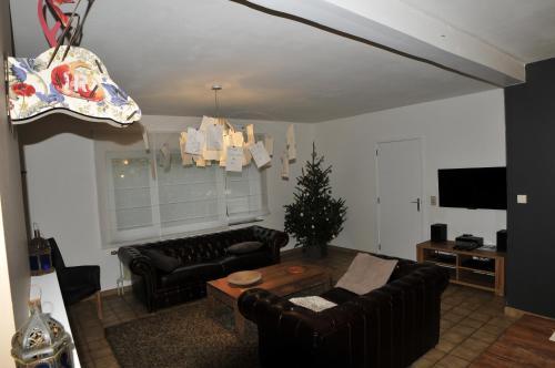 la maison des artistes durbuy. Black Bedroom Furniture Sets. Home Design Ideas