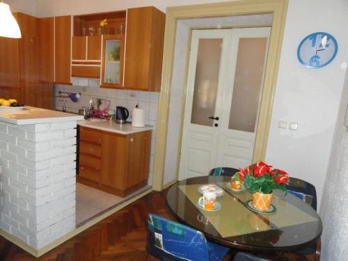 Ema Apartment