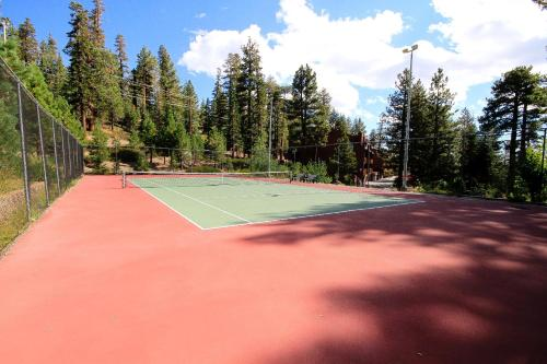 Mammoth Ski & Racquet Club