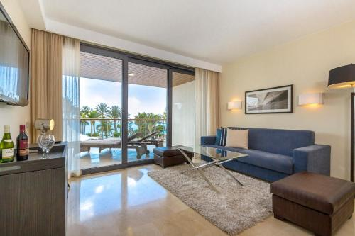 Suite 2 Habitacions amb Vista sobre el Mar (2 Adults + 2 Nens) (Two-Bedroom Suite with Sea View (2 Adults + 2 Children))