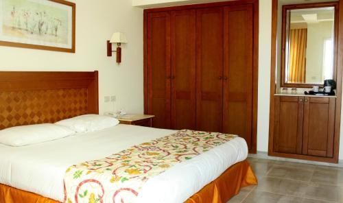 Double or Twin Room with Pool or Partial Sea View