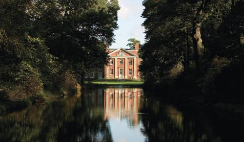 Warbrook House Hotel hotel in Eversley, Hampshire