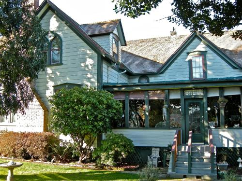 the old tower house bed breakfast coos bay or united. Black Bedroom Furniture Sets. Home Design Ideas