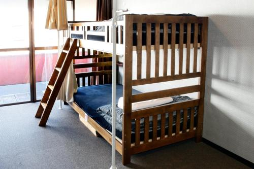 2 Bunk Beds in 6-Bed Mixed Dormitory Room