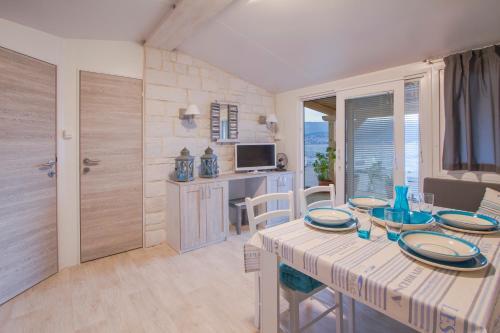 mobile homes krk silo silo croatia overview. Black Bedroom Furniture Sets. Home Design Ideas