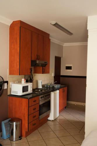 شقة استوديو - Oukraal Estate, Silver Lakes Road, Hazeldean, Pretoria (Studio Apartment - Oukraal Estate, Silver Lakes Road, Hazeldean, Pretoria)
