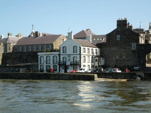 Photo of Anglesey Arms Hotel Bed and Breakfast Accommodation in Caernarfon Gwynedd