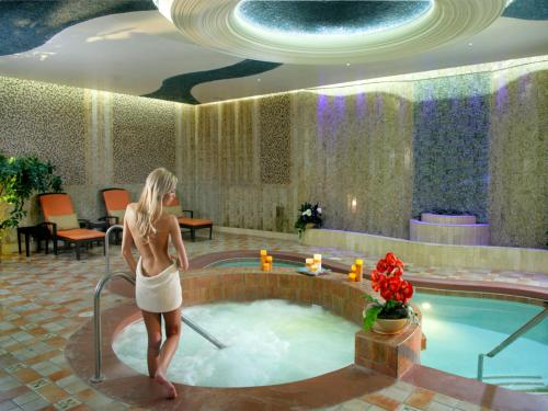 Excalibur Hotel Spa Hours