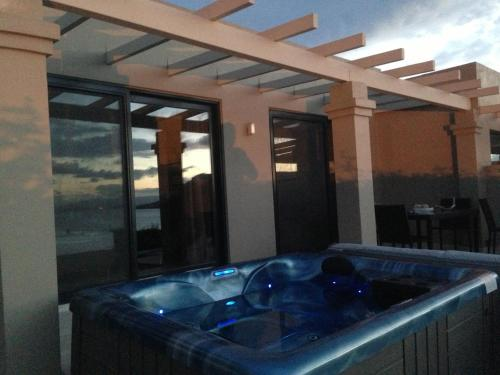 Familiensuite mit Meerblick und Whirlpool (Family Suite Sea View with Hot Tub)