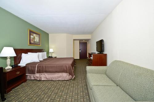 Howard Johnson Hotel - Newark Airport NJ, 7114