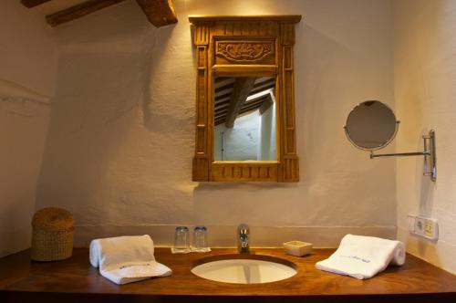 Double or Twin Room Alcaufar Vell Hotel Rural & Restaurant 4