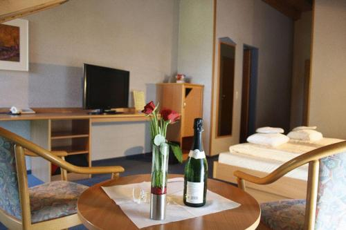 Best PayPal Hotel in ➦ Rossdorf: