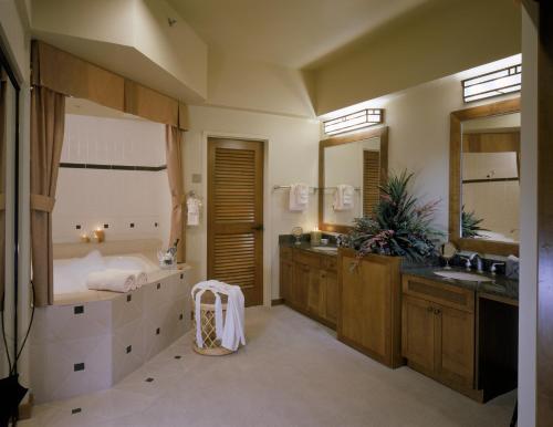 En Suite Bathrooms At The Cancun Resort In Las Vegas