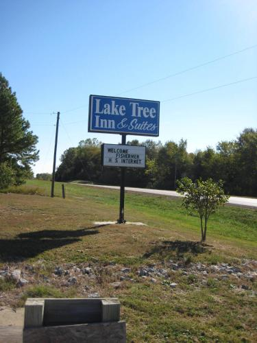 Lake Tree Inn & Suites