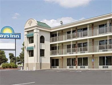 Photo of Days Inn Kansas City/Lenexa/Overland Park Hotel Bed and Breakfast Accommodation in Lenexa Kansas