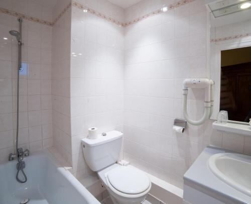 h tel tilleuls h tel 7 place de la pyrotechnie 18000 bourges adresse horaire. Black Bedroom Furniture Sets. Home Design Ideas