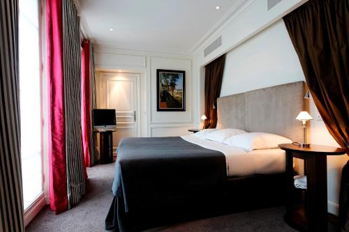 La Tremoille Paris, Paryż