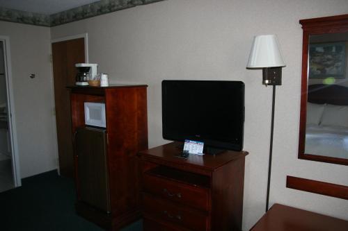 Baymont Inn & Suites Clarksville Northeast