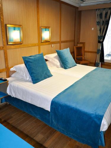 Hotel Aida Opera H 244 Tel 11 Rue Richer 75009 Paris