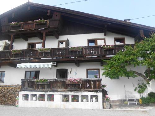 Klotzhof - Familienapartment mit2 Schlafzimmern und Balkon (2 Erwachsene + 3 Kinder)