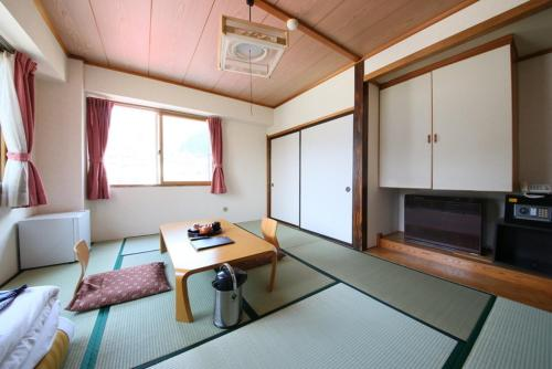 일본식 객실 - 공용 욕실  (Japanese-Style Room with Shared Bathroom)