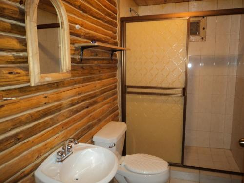 Dubbelrum med delat badrum (Double Room with Shared Bathroom)