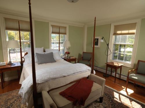 Bellows Walpole Inn