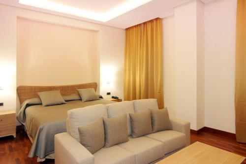 Deluxe King Room Casa Consistorial 4