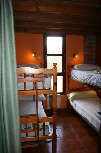 Llit Individual a Dormitori (Single Bed in Dormitory Room)