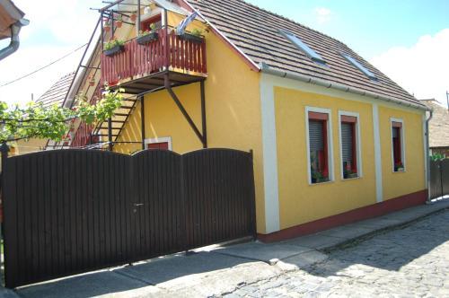 Zách Klára utcai Apartman front view