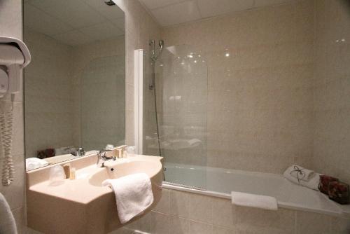 Kyriad hotel lamballe h tel 29 boulevard jobert 22400 for Piscine lamballe horaires