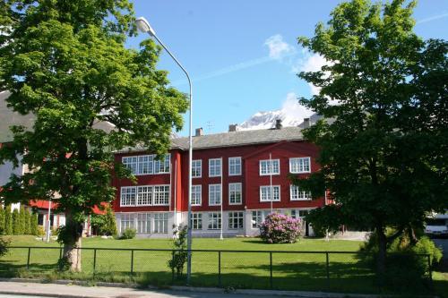Møre Folkehøgskule Sommerhotell