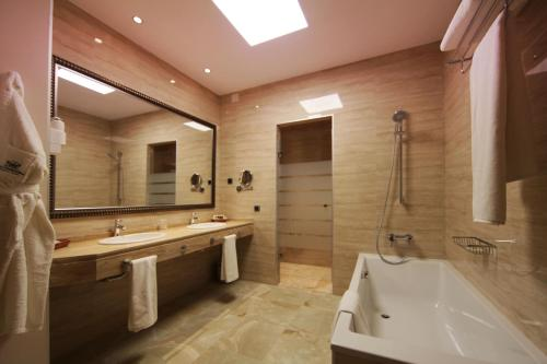 Habitación Deluxe con cama extragrande Casa Consistorial 4