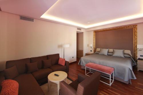 Habitación Deluxe con cama extragrande Casa Consistorial 6
