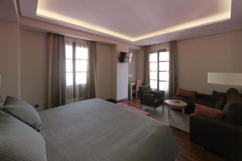 Habitación Deluxe con cama extragrande Casa Consistorial 7
