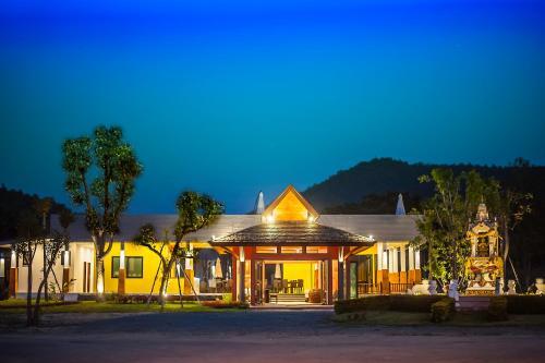 Отель San Kam Phaeng Lake View Resort 3 звезды Таиланд