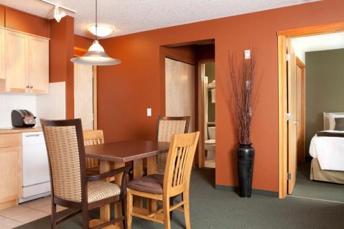 Windtower Lodge & Suites