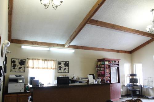 Lone Tree Inn